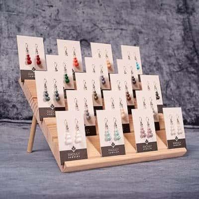 Holzdisplay für Ohrring-Kärtchen